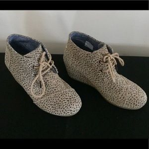 Tom's Ankle Leopard booties size 6.5